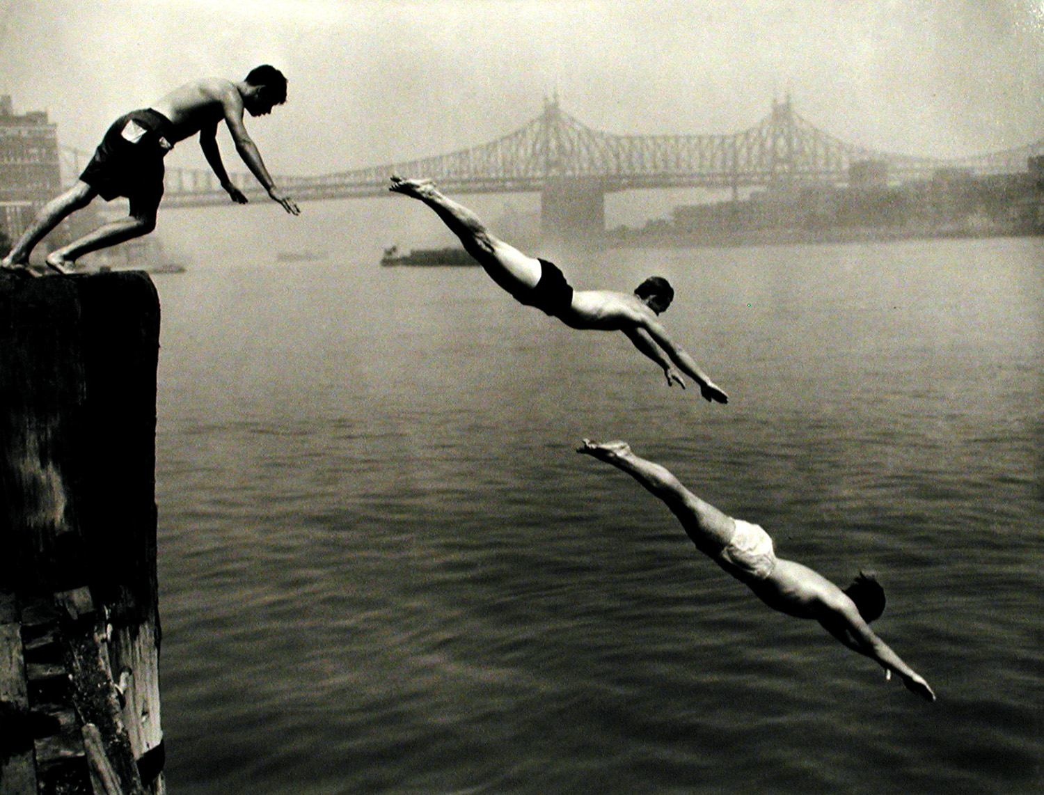 Arthur Leipzig, <i>Divers, East River</i>, 1948, printed later. Eli and Edythe Broad Art Museum at Michigan State University, purchase.